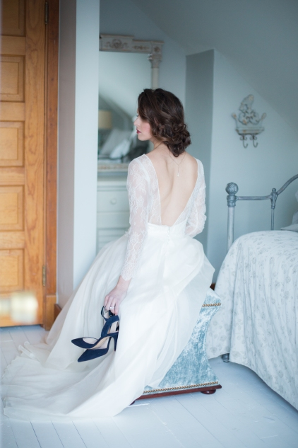 Chelan Winter WeddingLakeChelanFlower.com-FleurdelisFloral&EventDesign-dress